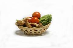Świezi warzywa na białym tle w koszu Fotografia Royalty Free