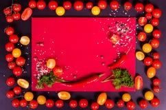 Świezi warzywa na czarnym stole jesienią zbliżenie kolor tła ivy pomarańczową czerwień liści Obraz Stock
