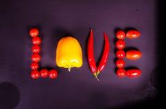 Świezi warzywa na czarnym stole Miłość Obraz Stock