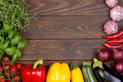 Świezi warzywa na drewnianym tle Zdjęcie Royalty Free