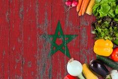 ?wiezi warzywa od Maroko na stole Kulinarny poj?cie na drewnianym chor?gwianym tle obraz royalty free