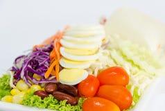 Świezi warzywa sałatkowi z slied jajkami Obraz Stock