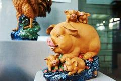 Świnie - ceramiczna rzeźba Obraz Royalty Free