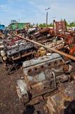 Świstek z starymi silnikami na złomowisku zdjęcie stock
