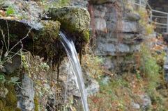 Źródło woda pitna w miasto parku obrazy stock