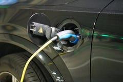 Źródło zasilania dla Ładować elektryczny samochód załadować samochód elektryczny obrazy royalty free