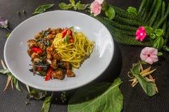 Żółci kluski mieszają smażącego wieprzowina menu są wyśmienicie jedzenia tajlandzki stylowy obraz stock