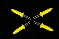 Żółci plastikowi kukurydzani skewers. Obrazy Stock