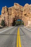 Żółta linia dzieli Utah stanu autostradę i jedzie przez rewolucjonistki Ro Zdjęcia Stock