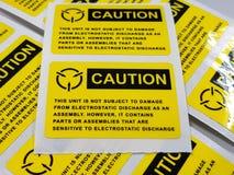 Żółta ostrożności etykietka, Standardowa ostrożności etykietka z tekstem fotografia stock