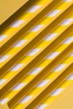 Żółta paralela loguje się podłogowego, niezwykłego projekta pojęcie, zdjęcia stock