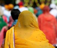 Żółta przesłona Sikhijska kobieta zdjęcia stock