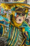 Żółta turkusowa Venice maska zdjęcia stock