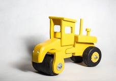 Żółtej budowy Drewniana zabawka zdjęcia stock