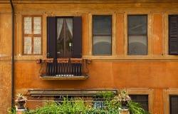 Żółtej ochry dom zdjęcie royalty free
