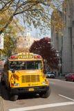 Żółty autobus szkolny w Nowy Jork miasta ulicie w jesieni Fotografia Stock