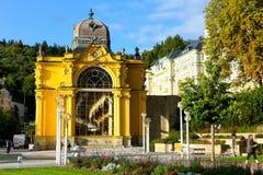 Żółty budynek kolumnada fotografia royalty free