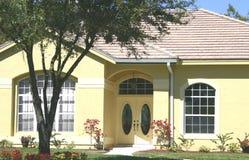 Żółty dom obrazy stock