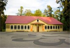 Żółty dom na wsi Fotografia Stock