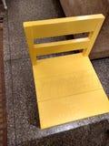 Żółty drewniany krzesło fotografia royalty free