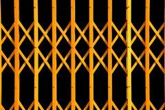 Żółty geometryczny wzór od falcowanie bramy fotografia stock