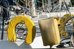 Żółty lifebuoy jacht obrazy royalty free