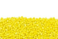 Żółty plastikowy żywica Masterbatch odizolowywający na białym tle zdjęcie stock