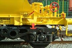 Żółty pociągu towarowego Zdjęcia Royalty Free