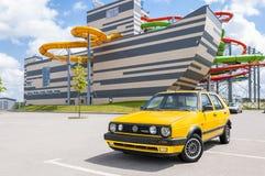 Żółty Volkswagen Golf Mk2 Turbo Dieslowski samochód 1992 Fotografia Stock