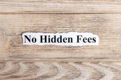 Żadny chowany opłata tekst na papierze Formułuje Żadny chowane opłaty na poszarpanym papierze com pojęcia figurki wizerunku odpoc zdjęcie royalty free