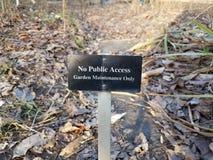 Żadny jawnego dostępu ogródu utrzymania tylko znak zdjęcia royalty free