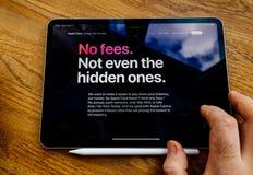 Żadny opłaty nawet nie obsługują czytanie o Apple karcie chujący ones obraz stock