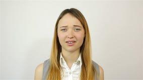 Żadny znak, młoda piękna kobieta obniżał ofertę zdjęcie wideo