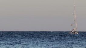 Żaglówka przy morzem w Hiszpania zdjęcie wideo