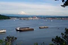 Żaglówki Regatta początku zatoki port Dżdżysty Tacoma Mt zdjęcie stock