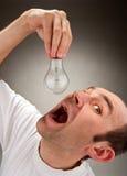 żarówki łasowania mężczyzna zdjęcia stock