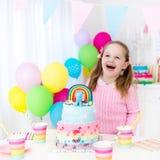 Żartuje przyjęcia urodzinowego z tortem Obraz Royalty Free