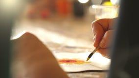 Żeńscy decorators robią figurkom Rzemiosło warsztat zdjęcie wideo