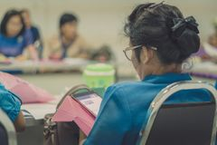 Żeńscy nauczyciele spotyka dla planu nauczania obrazy stock