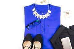 Żeńska mądrze przypadkowego stylu odzież i akcesoria - purpurowa koszula, czarni spodnia, mod akcesoria Obraz Royalty Free