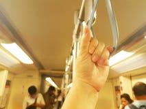Żeńska mienie patka na pociągu w Bangkok Tajlandia, Lipiec 2018, życie styl obrazy stock