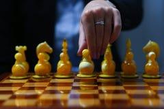 Żeńska ręka trzyma biznesowej kobiety Zdjęcie Stock
