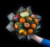 Żeńska ręka trzyma zjednoczenie od owoc, na czarnym tle Kwadratowa fotografia zdjęcia royalty free