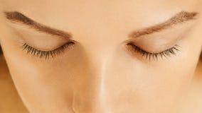 Żeńska twarz z zamkniętymi oczami, doskonalić skóra bez makijażu, zdjęcia royalty free