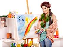 Żeński artysta przy pracą. Zdjęcia Royalty Free