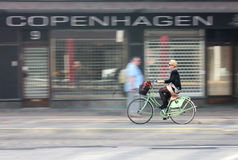 Żeński cyklista obraz royalty free