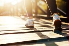 Żeński jogger ćwiczy outdoors fotografia stock