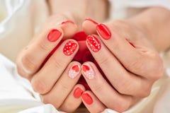 Żeński manicure na walentynki Obraz Stock