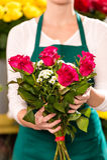 Żeński mienie bukiet kwitnie róża kwiatu sklep Obrazy Stock