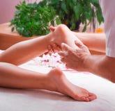 Żeński nożny masaż zdjęcia stock
